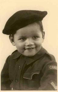 Winayaka, verkleed als Canadese soldaat, Leiden 1945